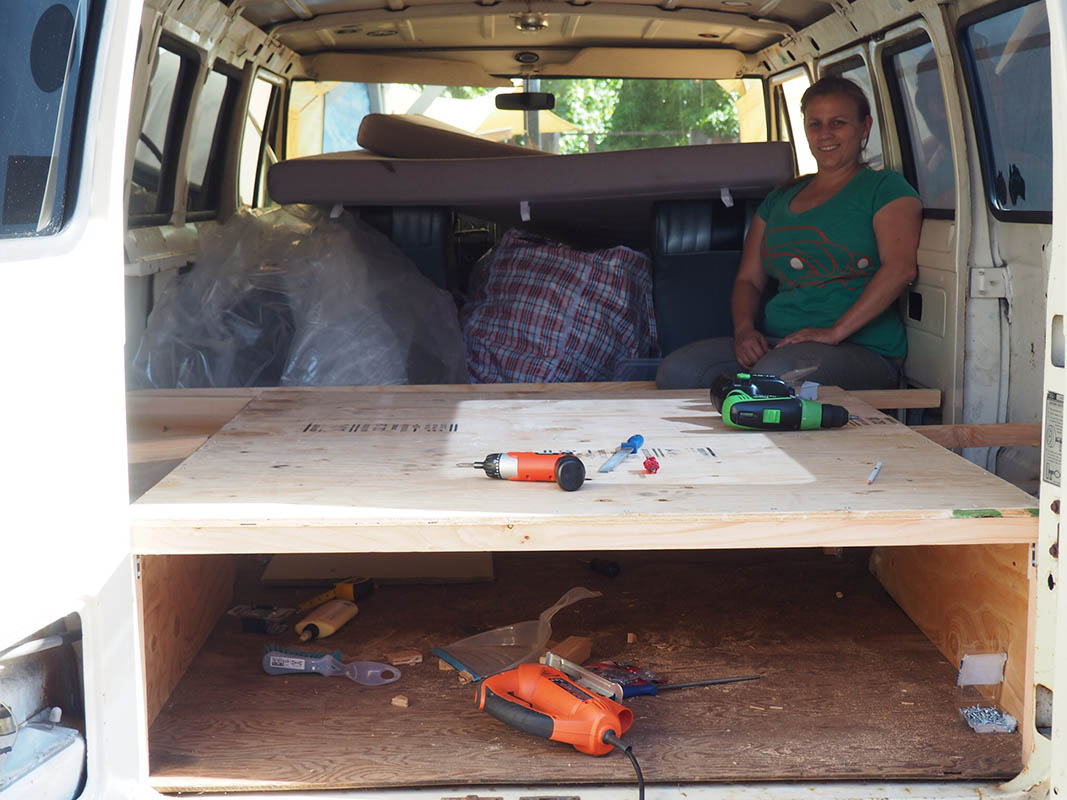 bett fast fertig - Ausbau Van /  Van Conversion