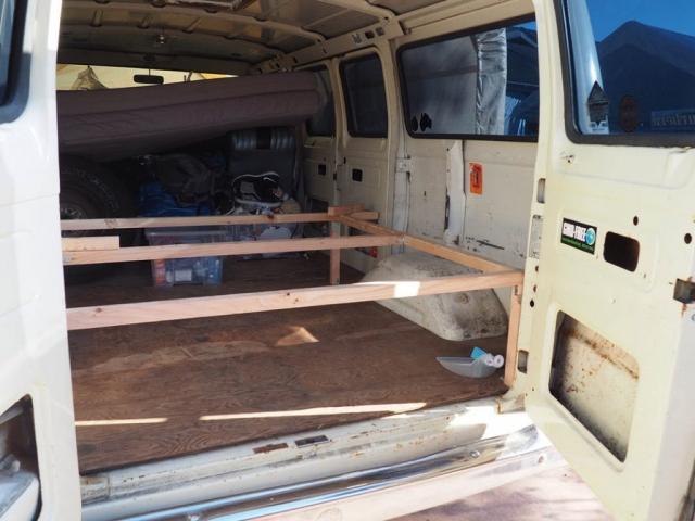 bett untergestell 1024x768 640x480 - Ausbau Van /  Van Conversion