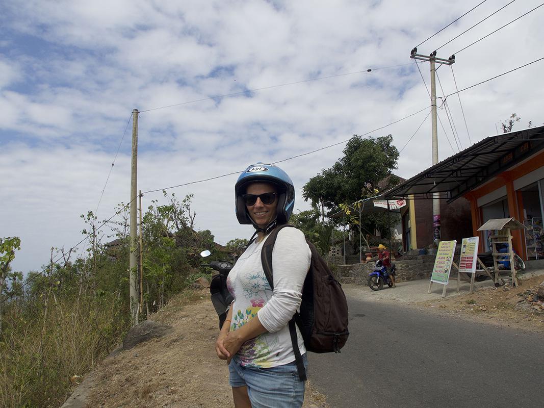 sabrina with a funy helmet - Eine Reise mit Freunden